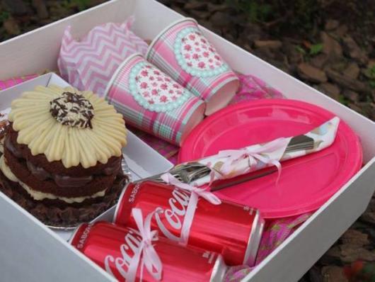 Festa na caixa infantil: com acessórios na cor rosa