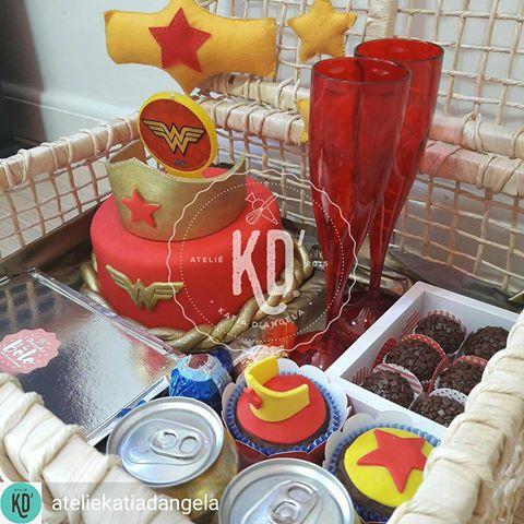 Festa na caixa infantil: Mulher Maravilha
