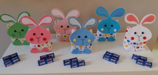 As lembrancinhas de EVA em formato de coelho são fáceis de fazer e serem customizadas