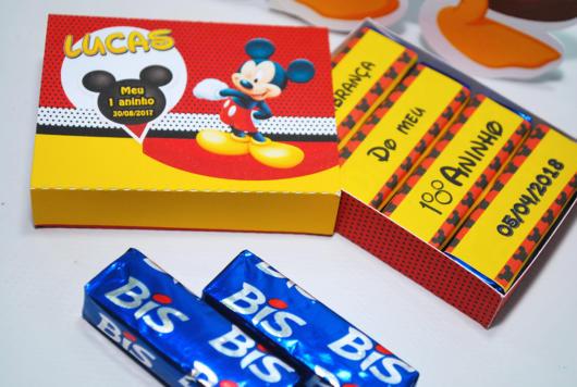 Com encarte customizado do Mickey para a festa de aniversário infantil