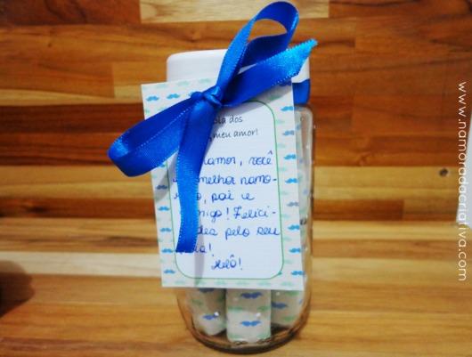 Crie um potinho lindo e customizado com um laço e uma mensagem