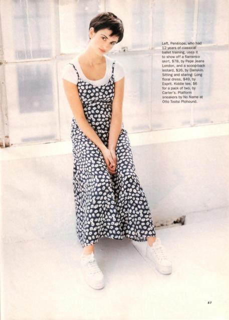 O vestido longo floral também é uma opção incrível para usar durante uma festa anos 90
