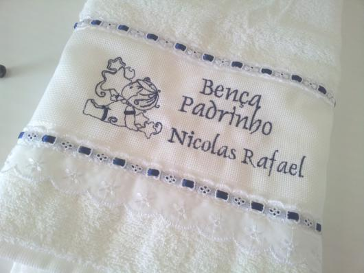 Toalha bordada para padrinho de batizado