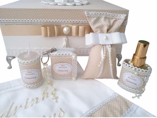 Componha uma caixa repleta de mimos para madrinha de batismo