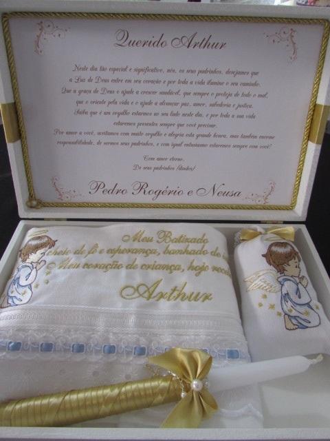 Caixa com presentes personalizados para afilhado de batismo