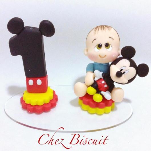 Baby + Mickey em complemento com uma vela temática