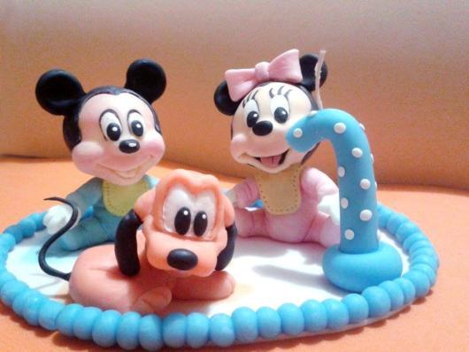 Topo de biscuit temático com o Mickey, a Minnie e o Pluto