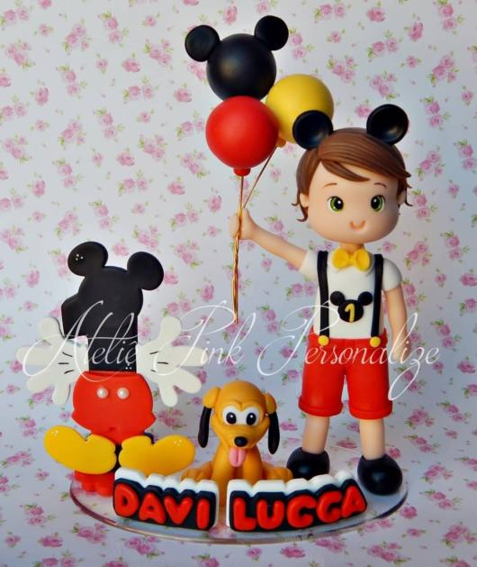 Mickey e Pluto nesse topo de bolo incrível