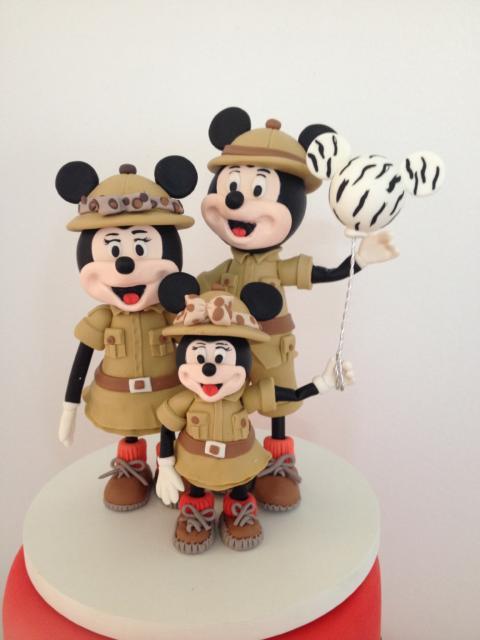Mickey e Minnie em referência ao safari