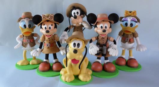 Mickey e todos os seus amigos, como Minnie e Pateta