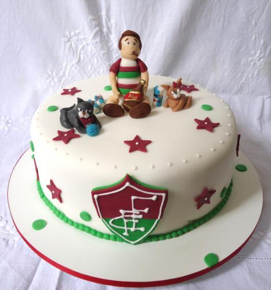 As crianças vão adorar esse bolo temático com um acabamento impecável