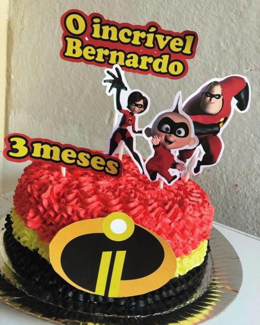 Um bolo pequeno para a comemoração de um mesversário