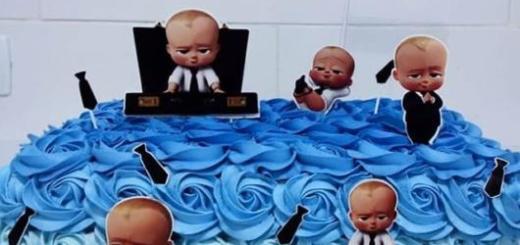 Para uma festa de grande porte vale a pena investir em um bolo quadrado grande de chantilly