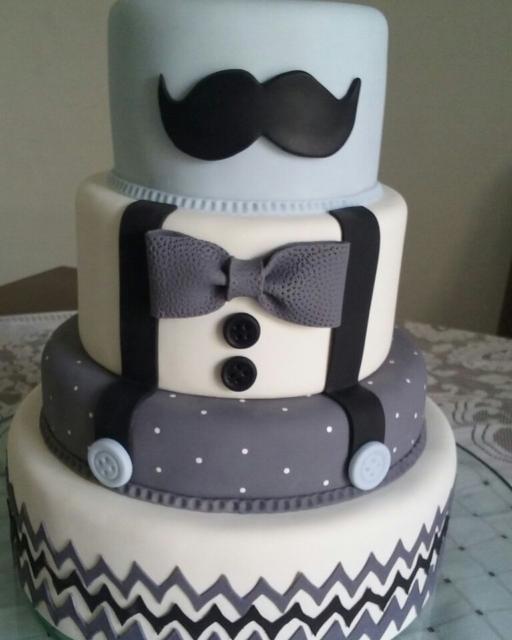 Os bolos cenográficos devem ser impecáveis e ter destaque total na mesa da festa