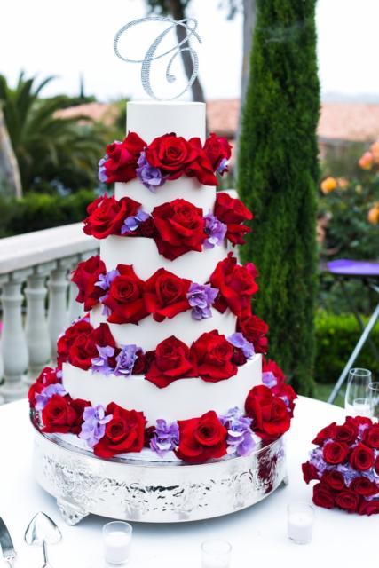 Bolo vermelho e branco para casamento