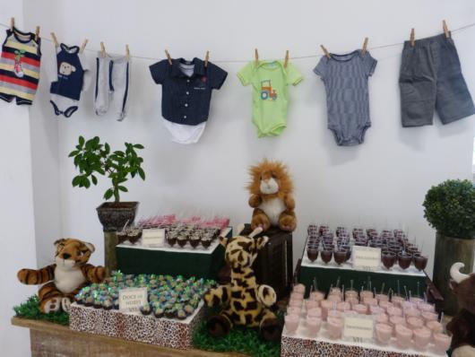 Chá de bebê Safari simples