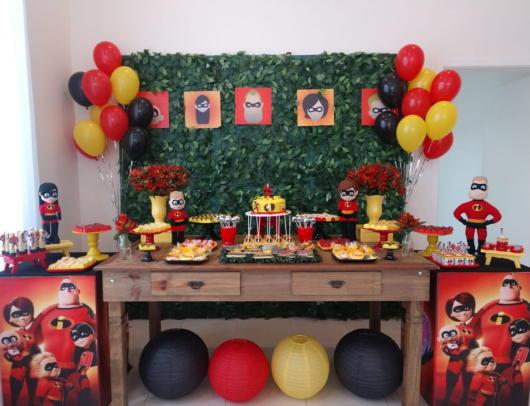 Decor simples com móveis provençais para servir de inspiração a sua festa