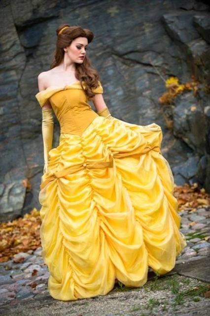 fantasia da bela feminina