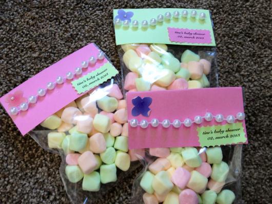 Pacotinhos personalizados com balinhas coloridas que todos amam
