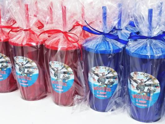 Copinhos para tomar suco e outras bebidas, personalizados de acordo com sua festa