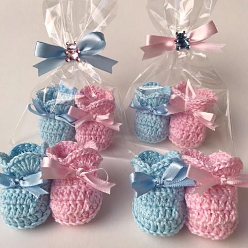 Os sapatinhos de crochê também são super acessíveis