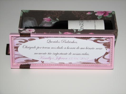 A mensagem de agradecimento junto a um presente, como um vinho