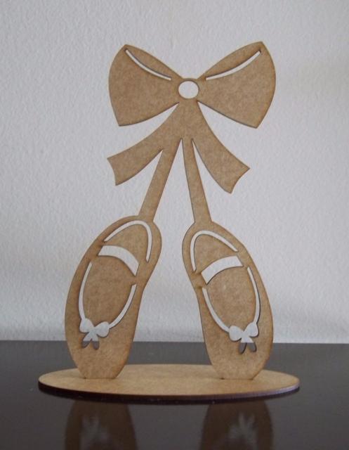 As sapatilhas da bailarina com lindos laços nesse modelo de lembrancinha