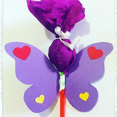 lembrancinhas de borboleta com pirulito roxo