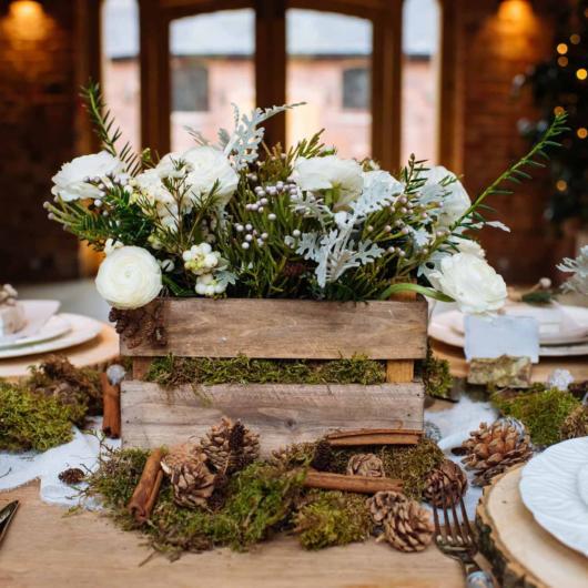 Mini wedding: decoração rústica com caxote de madeira