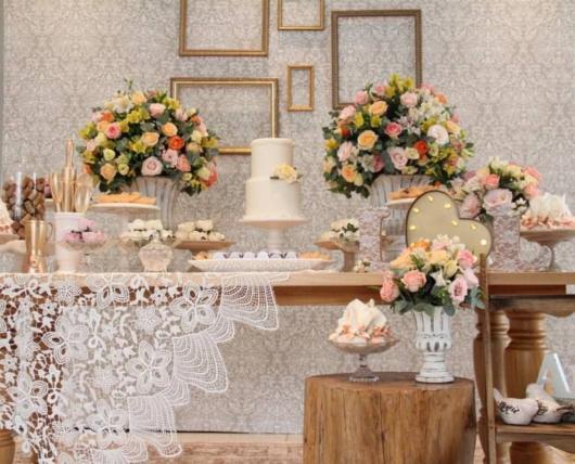 Mini wedding: decoração da mesa com quadros