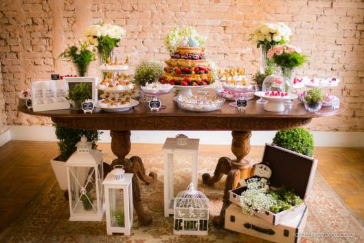 Mini wedding: decoração da mesa com flores