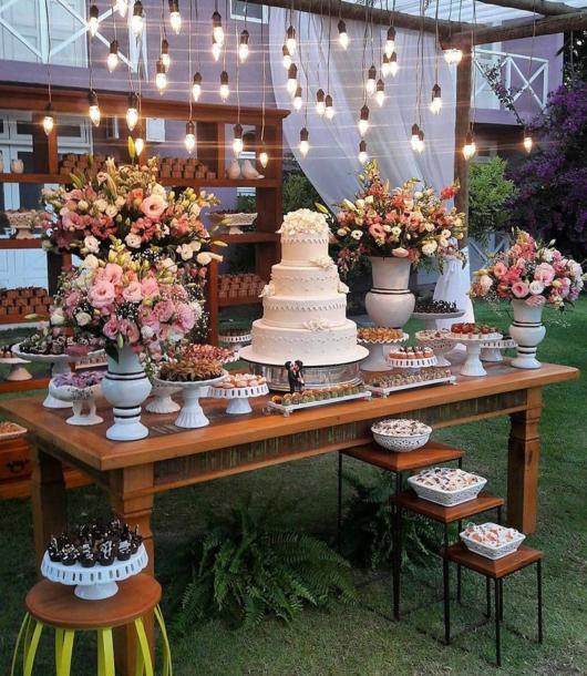 Mini wedding: decoração da mesa com luzes
