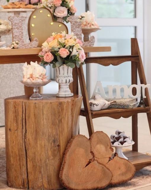 Mini wedding: decoração da mesa com tronco