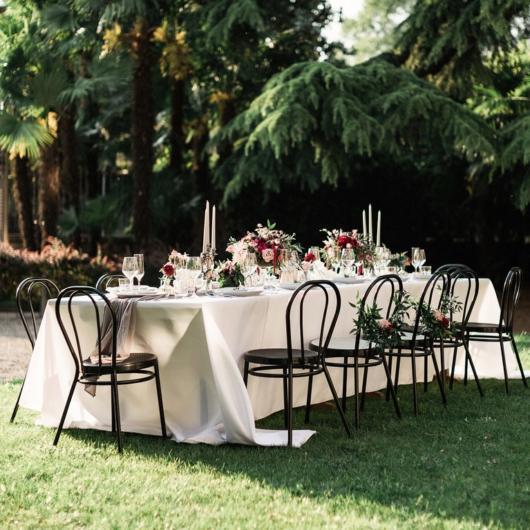 Mini wedding: decoração da mesa com toalha branca