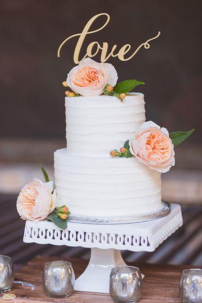 Mini wedding: bolo branco com flores