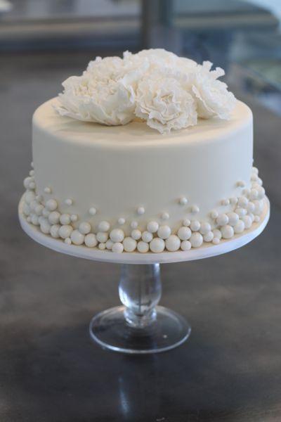 Mini wedding: bolo com pérolas comestíveis