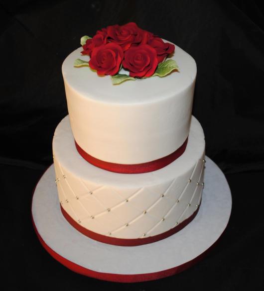 Mini wedding: bolo com rosas vermelhas