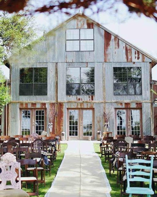 Mini wedding: decoração rústica em casa antiga