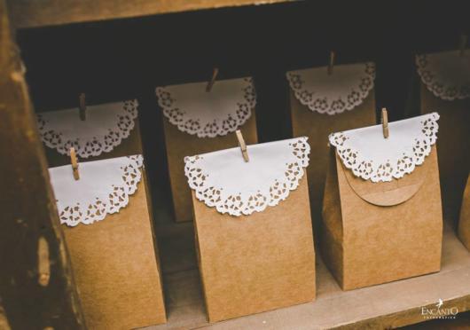Mini wedding: saquinho com doces para lembrancinha
