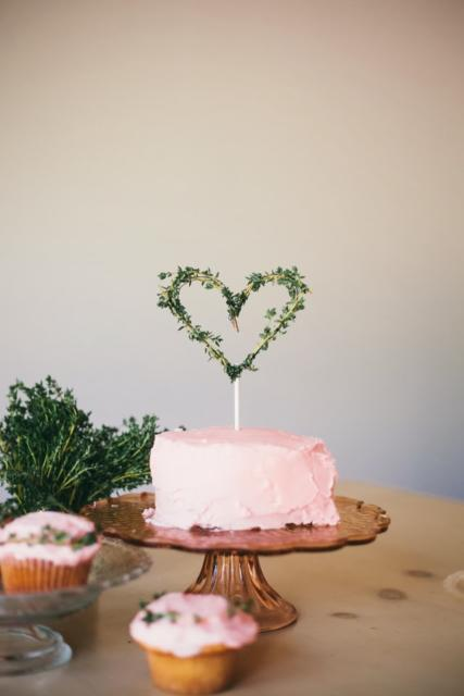 Mini wedding: bolo rosa com chantilly
