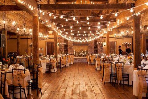 Mini wedding: decoração rústica em celeiro