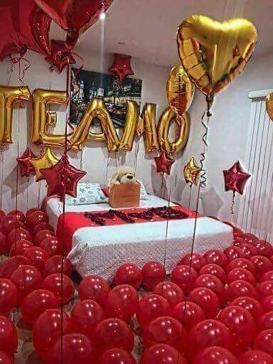Surpresa para namorada: quarto decorado com balões de letra