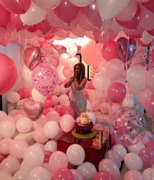 Surpresa para namorada: aniversário com balões rosa