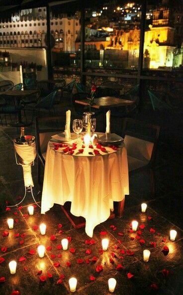Surpresa para namorada: jantar de aniversário com velas
