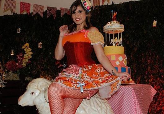Vestido de festa junina: moderno vermelho