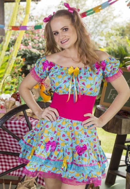 Vestido de festa junina: moderno azule rosa