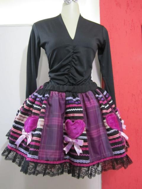 Vestido de festa junina: moderno preto e roxo