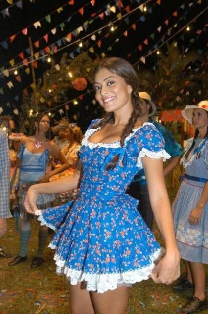 Vestido de festa junina: curto azul
