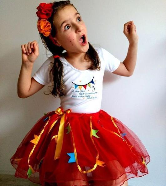 Vestido de festa junina: infantil com tule vermelho