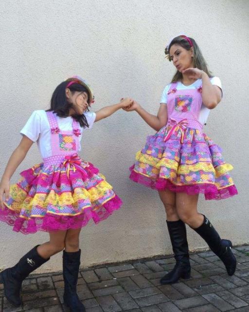 Vestido de festa junina: mãe e filha lilás e rosa